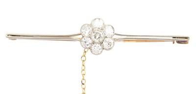 Lot 38 - An early 20th century diamond brooch