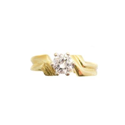 Lot 189 - An 18ct gold diamond single stone ring