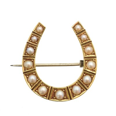 Lot 17 - A split pearl horseshoe brooch