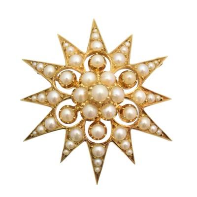 Lot 49 - An early 20th century split pearl star brooch