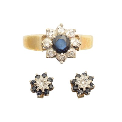 Lot 102 - A 9ct gold sapphire and diamond cluster ring