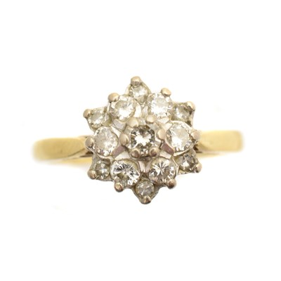 Lot 43 - An 18ct gold diamond cluster ring