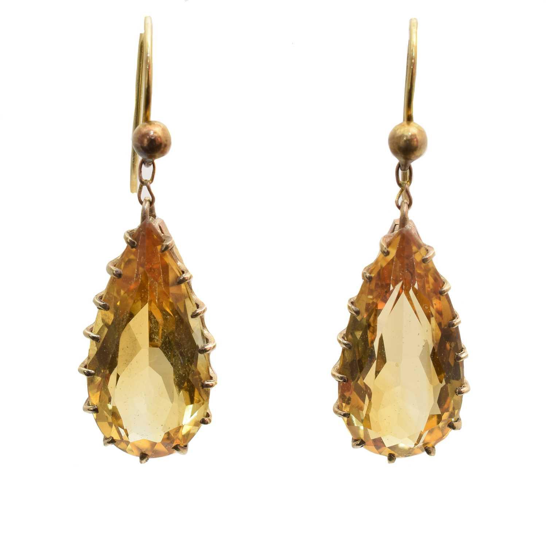 Lot A pair of citrine drop earrings
