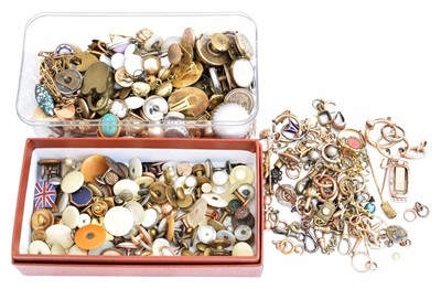 Lot 57 - A large selection of jewellery