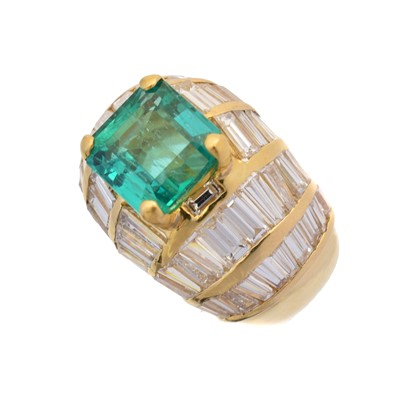 Lot An emerald and diamond dress ring