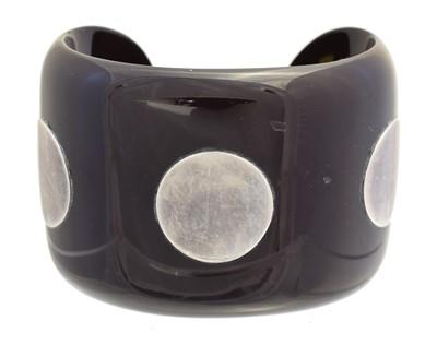 Lot 150 - A Hermès horn and silver cuff PM bangle
