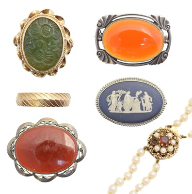 Lot 16 - A selection of jewellery