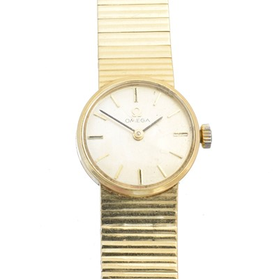 Lot 135 - A 9ct gold ladies Omega watch