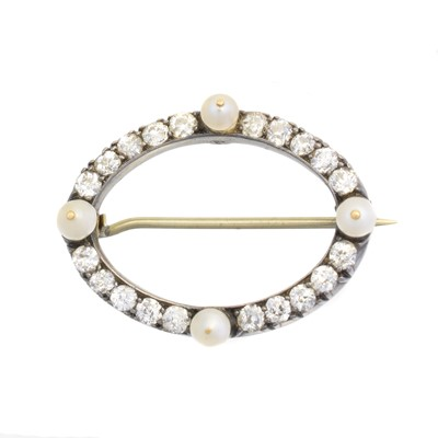 Lot 22 - An early 20th century diamond and pearl brooch