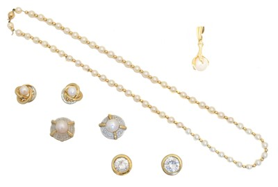 Lot 26 - A selection of jewellery