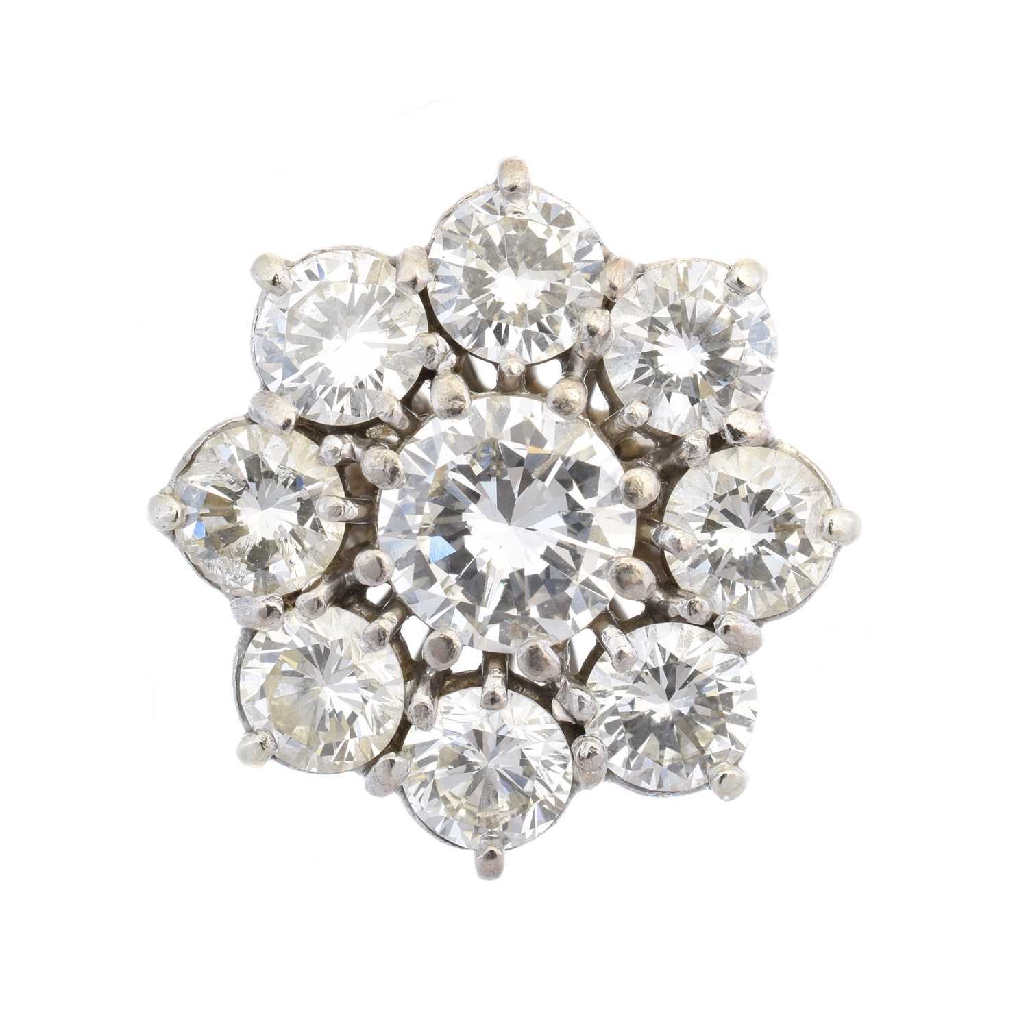 Lot 104 - An 18ct gold diamond cluster ring