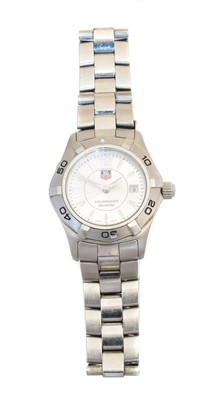 Lot 146 - A stainless steel Tag Heuer Aquaracer quartz watch