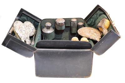 Lot 92 - An early 20th century dressing table case