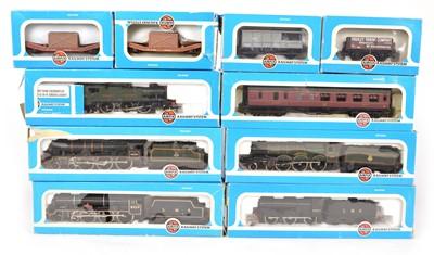 Lot 25 - Airfix OO gauge rolling stock