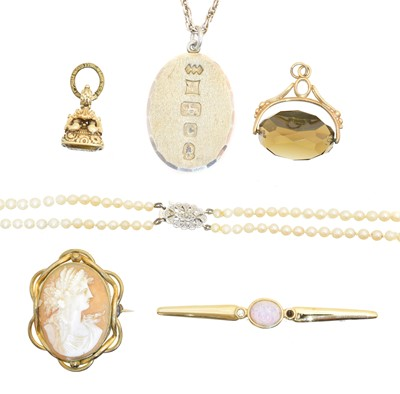 Lot 31 - A selection of jewellery