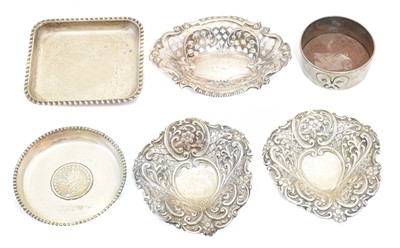 Lot 118 - A selection of silver dishes