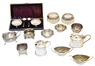 Lot 97 - A selection of silver