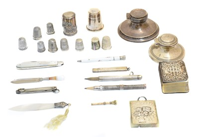 Lot 113 - A selection of silver