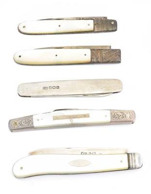 Lot 107 - Five pocket knives