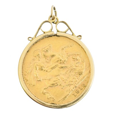 Lot 50 - A sovereign pendant
