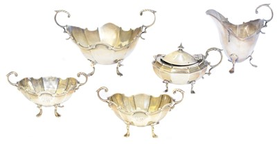 Lot 104 - A selection of silver