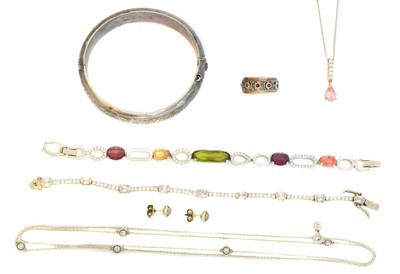 Lot 40 - A selection of silver jewellery