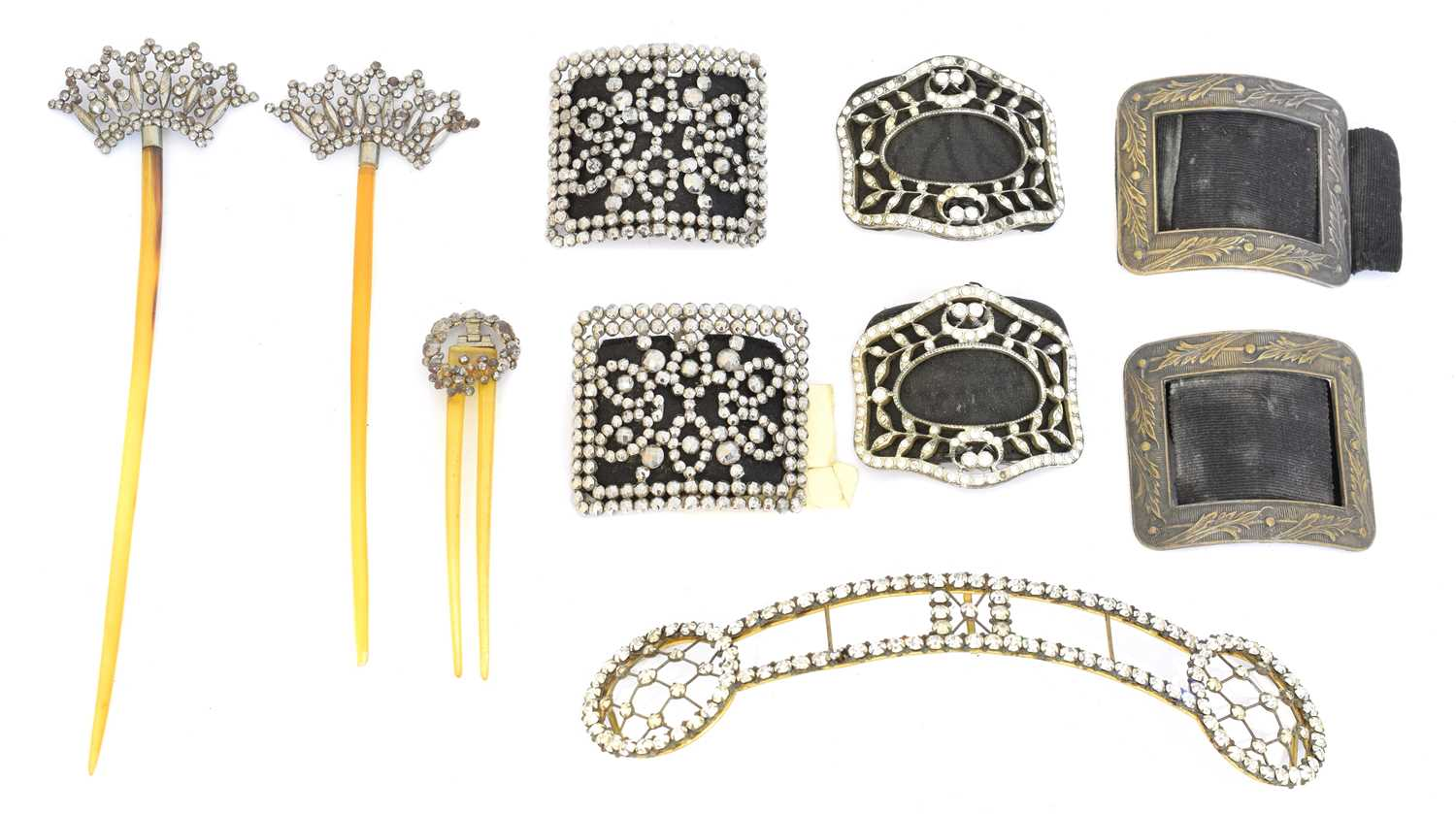 Lot 44 - A selection of jewellery