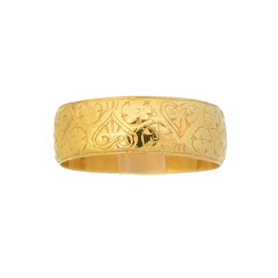 Lot 121 - An early 20th century 22ct gold band ring