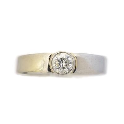 Lot 96 - A platinum diamond single stone ring