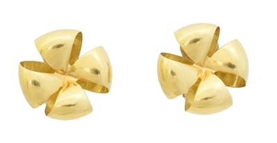 Lot 38 - A pair of clip earrings