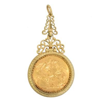 Lot 44 - A sovereign pendant