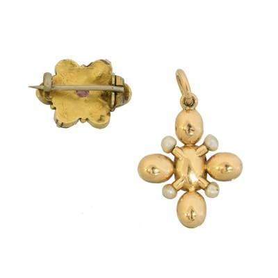 Lot 14 - A foil back garnet and pearl cross pendant