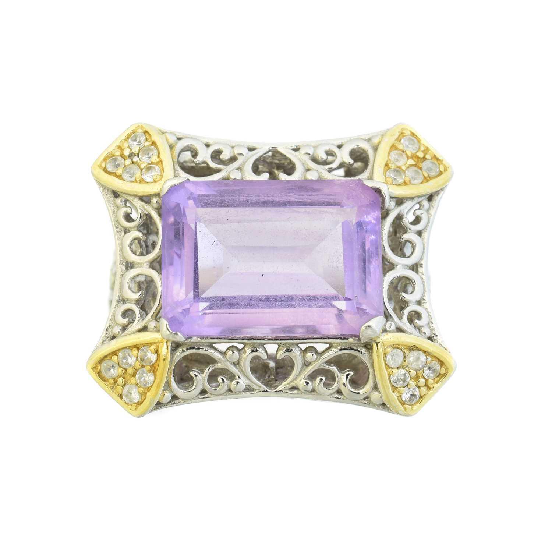 Lot 28 - An amethyst dress ring
