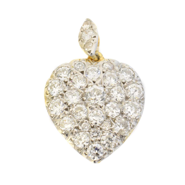 Lot 48 - A diamond heart pendant