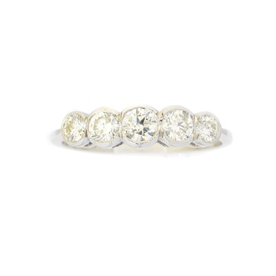 Lot 83 - A diamond five stone ring