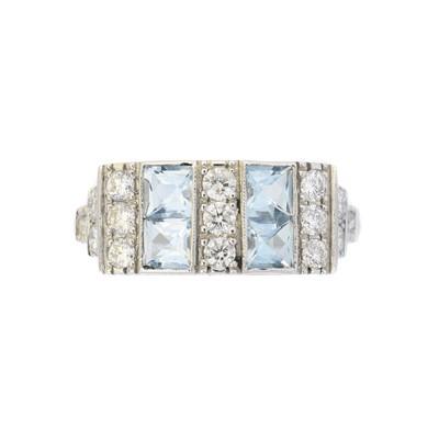 Lot 125 - An aquamarine and diamond dress ring