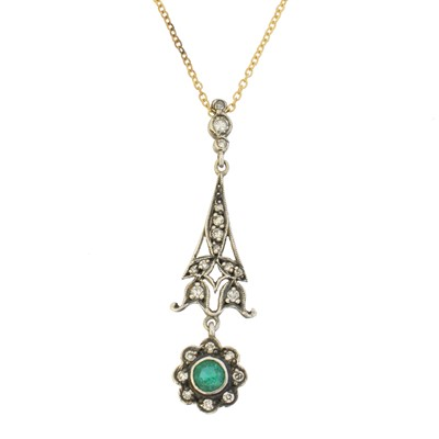 Lot 56 - An emerald and diamond necklace