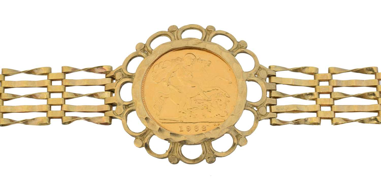 Lot 15 - A 9ct gold half sovereign bracelet