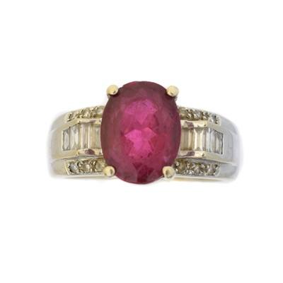 Lot 79 - A tourmaline and diamond dress ring