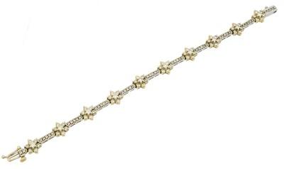 Lot 31 - A diamond bracelet