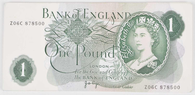 Lot 68 - Twenty-five Bank of England consecutive One Pound banknotes, Jo Page, AU-UNC.