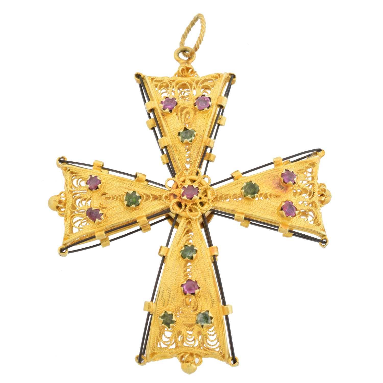Lot 46 - A cross pendant