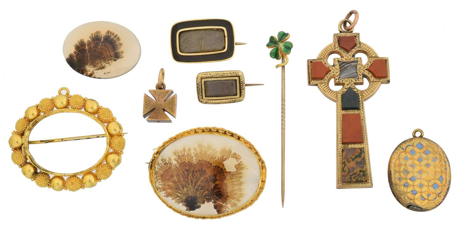 Lot 33 - A large selection of jewellery