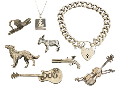 Lot 43 - A selection of silver jewellery