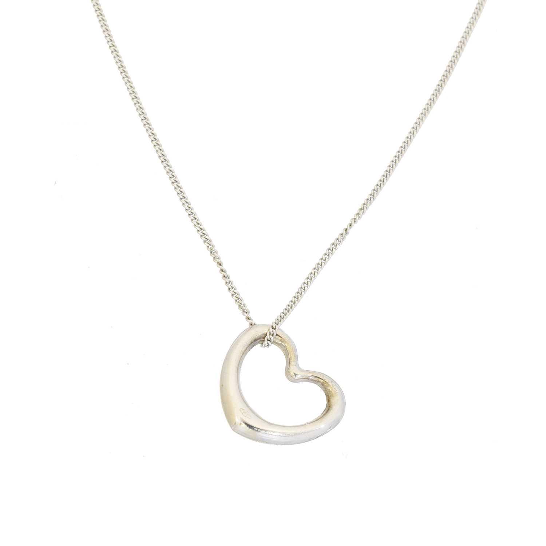 Lot 8 - A heart pendant