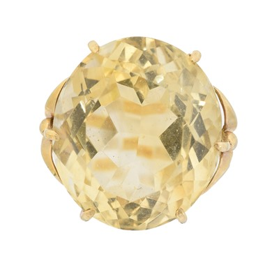 Lot 84 - A citrine dress ring