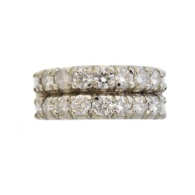 Lot 74 - A diamond band ring