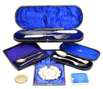 Lot 109 - A selection of silver