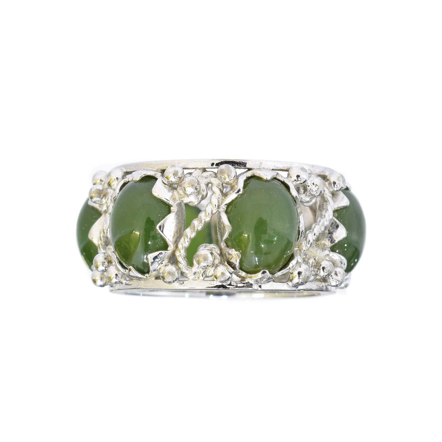 Lot 22 - A nephrite band ring