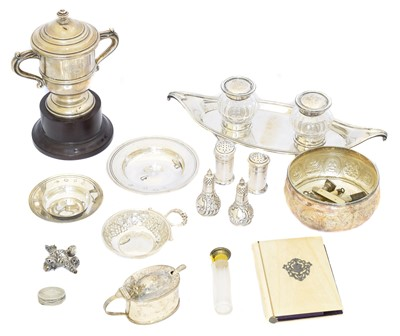 Lot 90 - A selection of silver